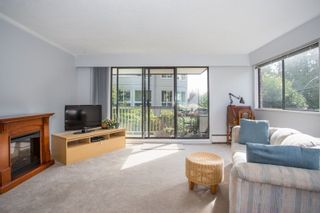 """Photo 5: 101 1330 MARTIN Street: White Rock Condo for sale in """"Coach House"""" (South Surrey White Rock)  : MLS®# R2307057"""