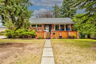 Photo 1: 82 Thornlee Crescent NW in Calgary: Thorncliffe Detached for sale : MLS®# A1146440