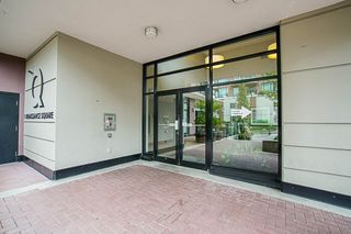 """Photo 3: 808 1 RENAISSANCE Square in New Westminster: Quay Condo for sale in """"THE 'Q'"""" : MLS®# R2521364"""