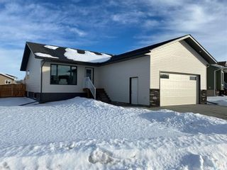 Photo 1: 302 Willow Place in Outlook: Residential for sale : MLS®# SK838188