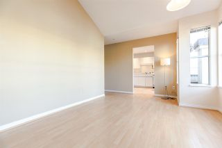 """Photo 8: PH2 611 - 611 W 13TH Avenue in Vancouver: Fairview VW Condo for sale in """"Tiffany Court"""" (Vancouver West)  : MLS®# R2311200"""