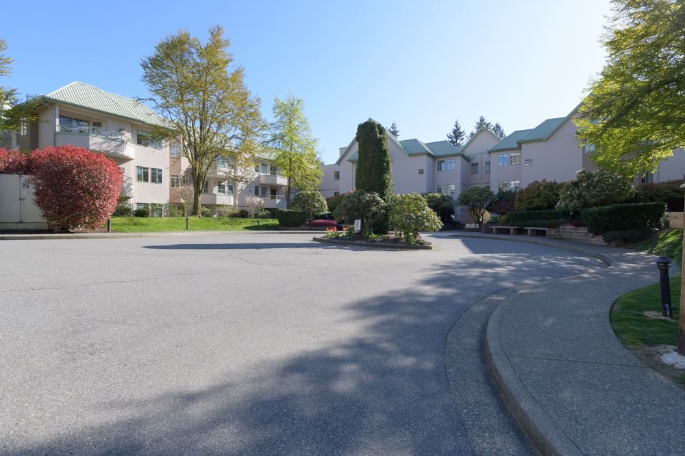 """Main Photo: 415 6735 STATION HILL Court in Burnaby: South Slope Condo for sale in """"COURTYARDS"""" (Burnaby South)  : MLS®# R2450864"""