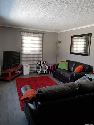 Photo 2: 203 112th Street West in Saskatoon: Sutherland Residential for sale : MLS®# SK842653