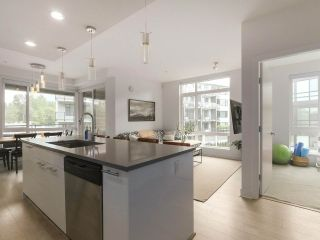 Photo 2: 408 733 W 3RD STREET in North Vancouver: Harbourside Condo for sale : MLS®# R2424919