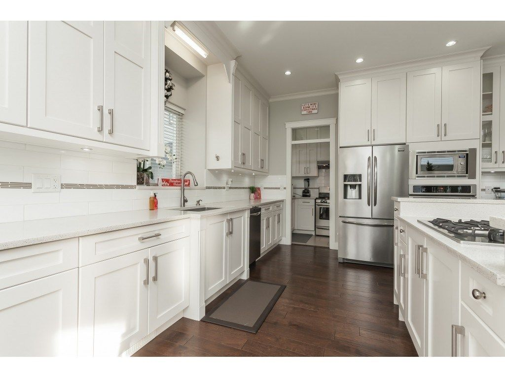 Photo 10: Photos: 5419 189A Street in Surrey: Cloverdale BC House for sale (Cloverdale)  : MLS®# R2420375