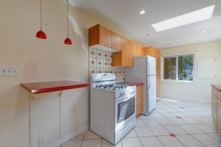 Photo 7: 2501 Wootton Cres in : OB Henderson House for sale (Oak Bay)  : MLS®# 882691