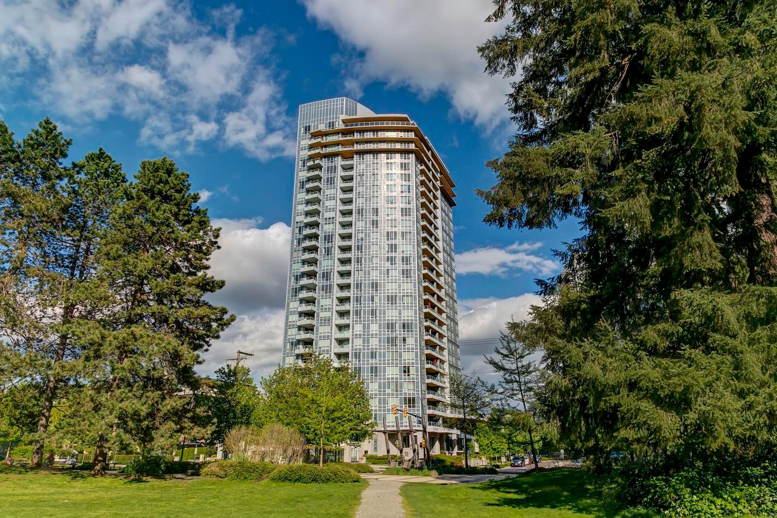 """Main Photo: 1506 3093 WINDSOR Gate in Coquitlam: New Horizons Condo for sale in """"The Windsor by Polygon"""" : MLS®# R2620096"""