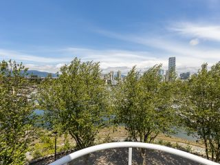 """Photo 29: 407 1551 MARINER Walk in Vancouver: False Creek Condo for sale in """"LAGOONS"""" (Vancouver West)  : MLS®# R2383720"""