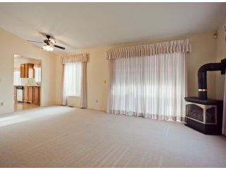 """Photo 3: 13 1400 164TH Street in Surrey: King George Corridor House for sale in """"GATEWAY Gardens"""" (South Surrey White Rock)  : MLS®# F1300613"""