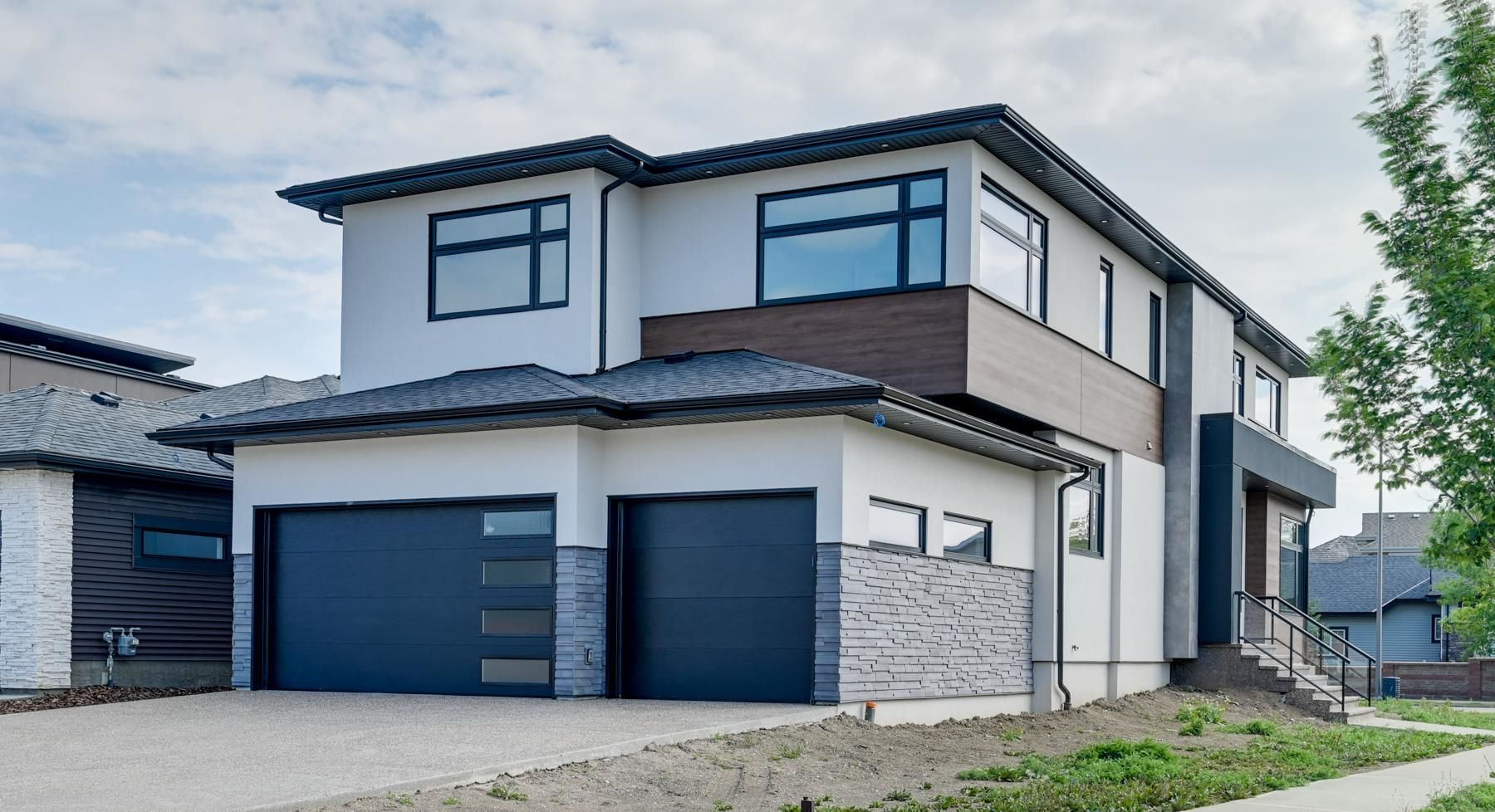 Main Photo: 1303 CLEMENT Court in Edmonton: Zone 20 House for sale : MLS®# E4262296