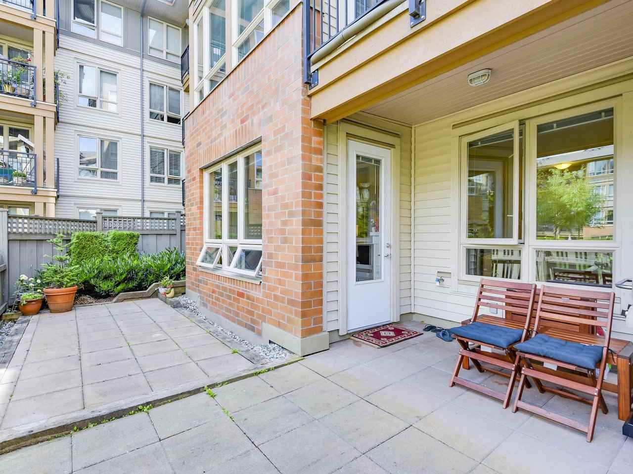 Photo 13: Photos: 106 2601 WHITELEY COURT in North Vancouver: Lynn Valley Condo for sale : MLS®# R2186381