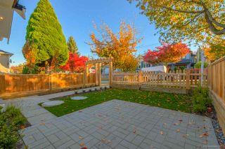 Photo 3: 943 E 14TH Avenue in Vancouver: Mount Pleasant VE 1/2 Duplex for sale (Vancouver East)  : MLS®# R2319114