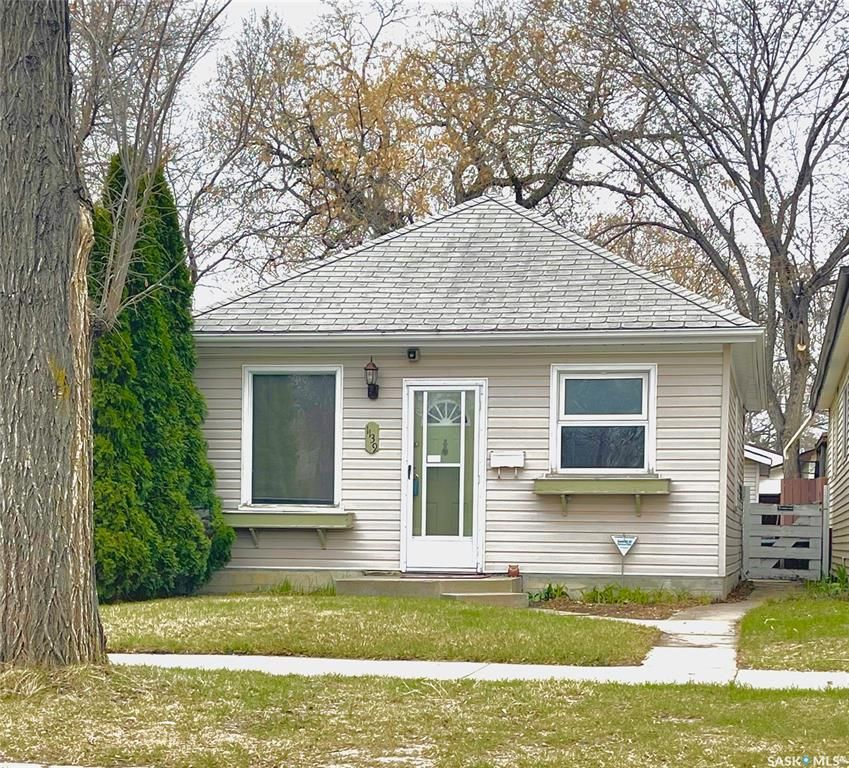 Main Photo: 1139 K Avenue South in Saskatoon: Holiday Park Residential for sale : MLS®# SK852183