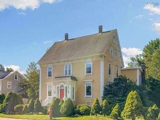 Photo 2: 610 Main Street in Mahone Bay: 405-Lunenburg County Residential for sale (South Shore)  : MLS®# 202121245
