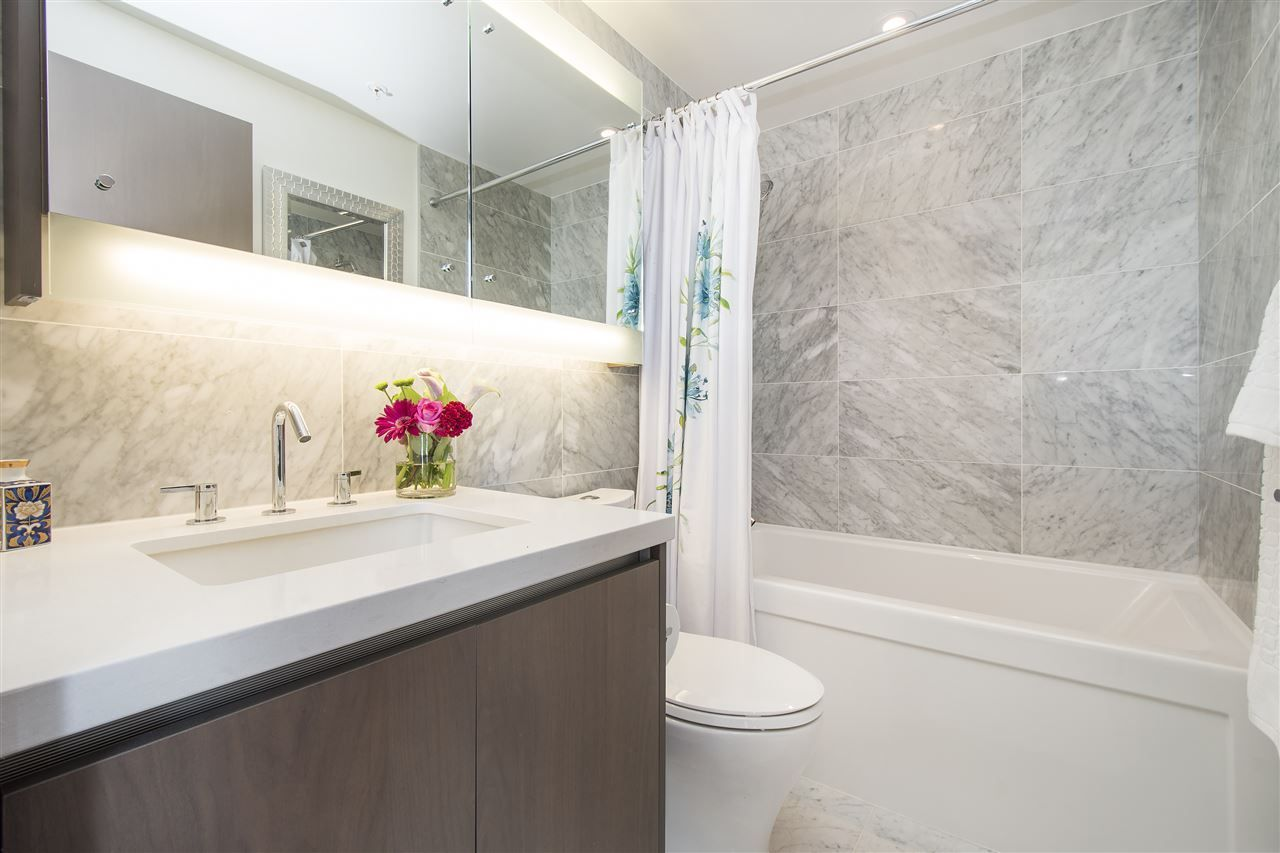 """Photo 16: Photos: 1908 68 SMITHE Street in Vancouver: Downtown VW Condo for sale in """"1 PACIFIC"""" (Vancouver West)  : MLS®# R2216431"""