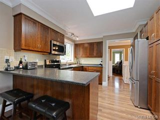 Photo 5: 1501 Cranbrook Pl in VICTORIA: SE Cedar Hill House for sale (Saanich East)  : MLS®# 751981
