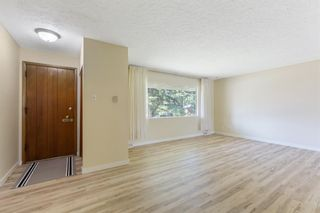 Photo 6: 2604 CHEROKEE Drive NW in Calgary: Charleswood Detached for sale : MLS®# A1019102