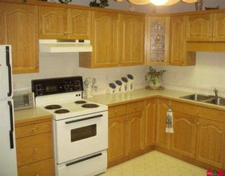"Photo 2: 408 2626 COUNTESS Street in Abbotsford: Abbotsford West Condo for sale in ""WEDGEWOOD"" : MLS®# F2924742"