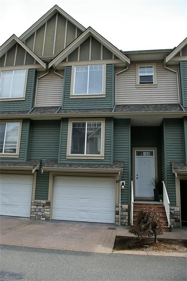 """Main Photo: 22 6498 SOUTHDOWNE Place in Sardis: Sardis East Vedder Rd Townhouse for sale in """"VILLAGE GREEN"""" : MLS®# R2308584"""
