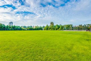 """Photo 19: 401 675 PARK Crescent in New Westminster: GlenBrooke North Condo for sale in """"WINCHESTER"""" : MLS®# R2304752"""