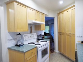 """Photo 7: 214 2320 W 40TH Avenue in Vancouver: Kerrisdale Condo for sale in """"MANOR GARDENS"""" (Vancouver West)  : MLS®# R2061277"""