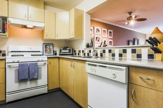 """Photo 7: 306 15210 GUILDFORD Drive in Surrey: Guildford Condo for sale in """"The Boulevard Club"""" (North Surrey)  : MLS®# R2229571"""