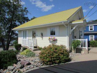 Photo 2: 631 Kings Road in Sydney: 201-Sydney Residential for sale (Cape Breton)  : MLS®# 202122049