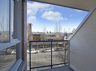 """Photo 4: 307 3638 W BROADWAY Street in Vancouver: Kitsilano Condo for sale in """"CORAL COURT"""" (Vancouver West)  : MLS®# R2354211"""