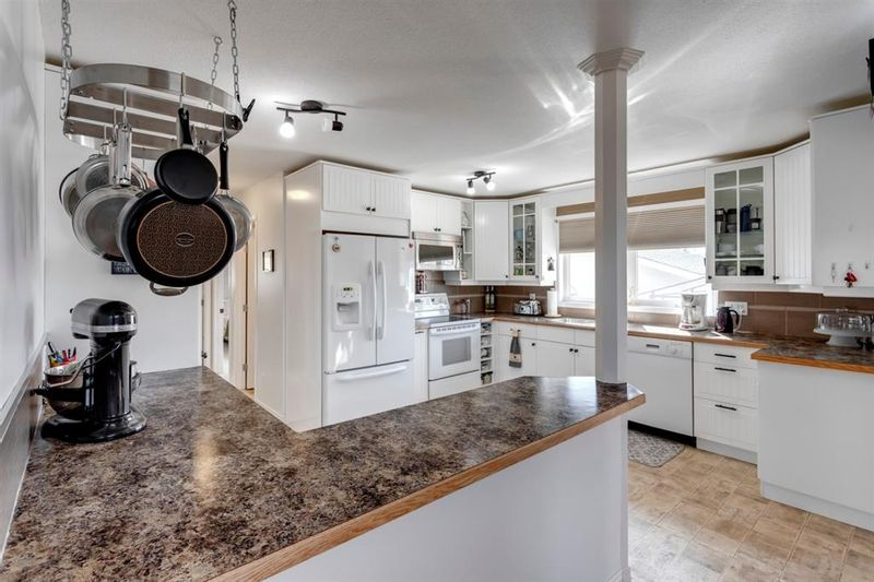FEATURED LISTING: 39 Queen Isabella Close Southeast Calgary
