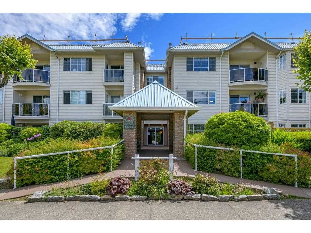 """Main Photo: 206 15338 18 Avenue in Surrey: King George Corridor Condo for sale in """"PARKVIEW GARDENS"""" (South Surrey White Rock)  : MLS®# R2592224"""