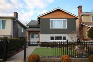 Photo 1: 3081 E 6TH Avenue in Vancouver: Renfrew VE House for sale (Vancouver East)  : MLS®# R2427949