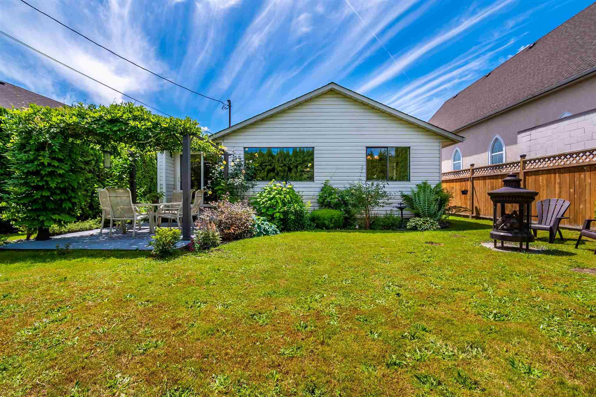 Main Photo: 6862 LOUGHEED Highway: Agassiz House for sale : MLS®# R2592411