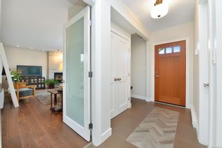 Photo 5: 7826 Wallace Dr in : CS Saanichton House for sale (Central Saanich)  : MLS®# 878403
