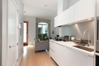 """Photo 8: 11 WALTER HARDWICK Avenue in Vancouver: False Creek Townhouse for sale in """"Kayak"""" (Vancouver West)  : MLS®# R2571642"""