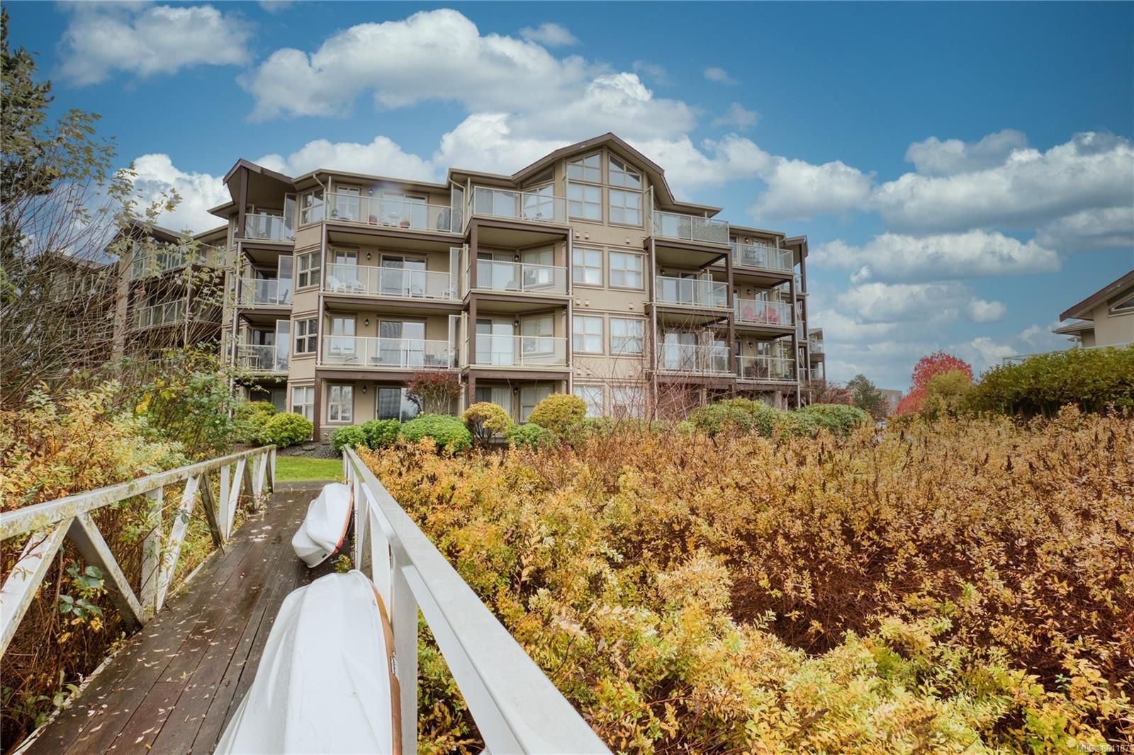 Main Photo: 209 4949 Wills Rd in : Na Uplands Condo for sale (Nanaimo)  : MLS®# 861187