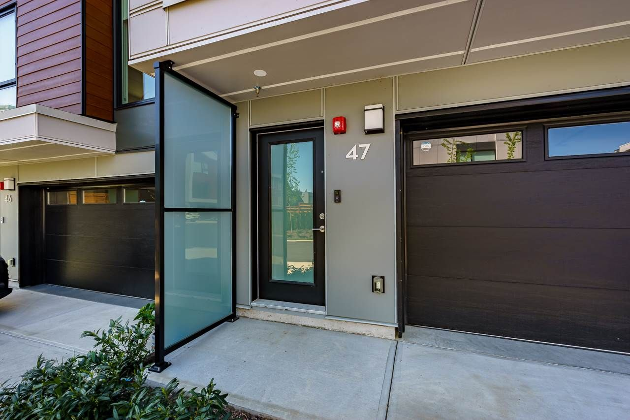 """Photo 2: Photos: 47 3597 MALSUM Drive in North Vancouver: Roche Point Townhouse for sale in """"SEYMOUR VILLAGE 3"""" : MLS®# R2569256"""