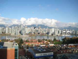 """Photo 1: 803 2483 SPRUCE Street in Vancouver: Fairview VW Condo for sale in """"SKYLINE ON BROADWAY"""" (Vancouver West)  : MLS®# V797426"""