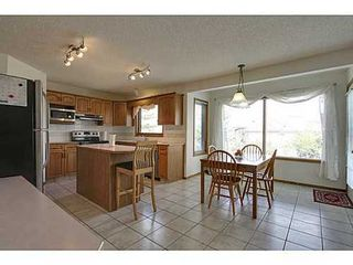 Photo 6: 20 EDGEBROOK Circle NW in Calgary: 2 Storey for sale : MLS®# C3569549