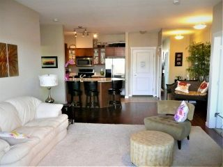 """Photo 4: 401 2336 WHYTE Avenue in Port Coquitlam: Central Pt Coquitlam Condo for sale in """"CENTREPOINTE"""" : MLS®# R2378939"""