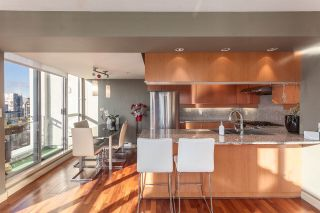 """Photo 3: 2401 1238 RICHARDS Street in Vancouver: Yaletown Condo for sale in """"METROPOLIS"""" (Vancouver West)  : MLS®# R2249261"""
