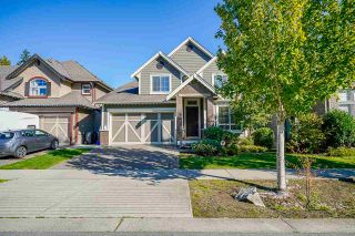 """Photo 2: 6918 208B Street in Langley: Willoughby Heights House for sale in """"Milner Heights"""" : MLS®# R2503739"""