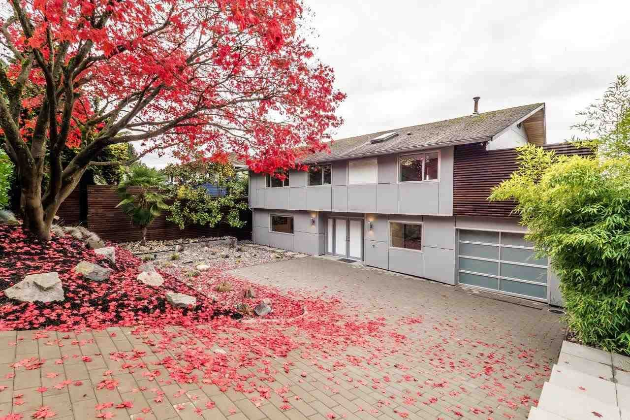 Photo 9: Photos: 747 Montroyal Boulevard in North Vancouver: Canyon Heights House for rent