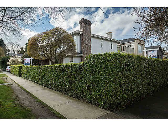 """Photo 2: Photos: 5825 MAPLE Street in Vancouver: Kerrisdale House for sale in """"KERRISDALE"""" (Vancouver West)  : MLS®# V1113298"""