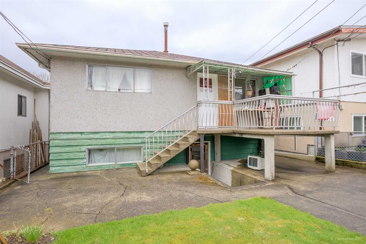 Photo 2: Photos: 2936 E 2ND Avenue in Vancouver: Renfrew VE House for sale (Vancouver East)  : MLS®# R2149102