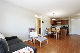 """Photo 9: 305 33960 OLD YALE Road in Abbotsford: Central Abbotsford Condo for sale in """"Old Yale Heights"""" : MLS®# R2614204"""