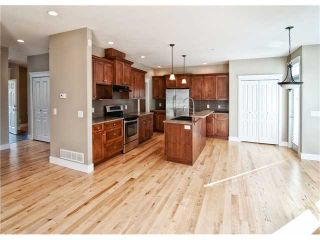 """Photo 3: 11253 CREEKSIDE Street in Maple Ridge: Cottonwood MR House for sale in """"BLUEBERRY HILL"""" : MLS®# V992122"""