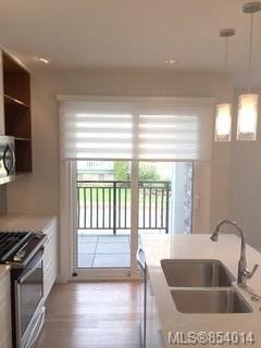 Photo 8: 205 1765 Oak Bay Ave in : Vi Rockland Condo for sale (Victoria)  : MLS®# 854014