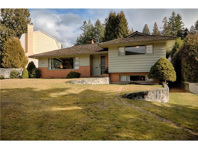 Main Photo: 4412 PATTERDALE Drive in North Vancouver: Canyon Heights NV House for sale : MLS®# V1047102