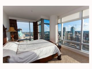 """Photo 5: 3308 1111 ALBERNI Street in Vancouver: West End VW Condo for sale in """"SHANGRI-LA"""" (Vancouver West)  : MLS®# V812031"""