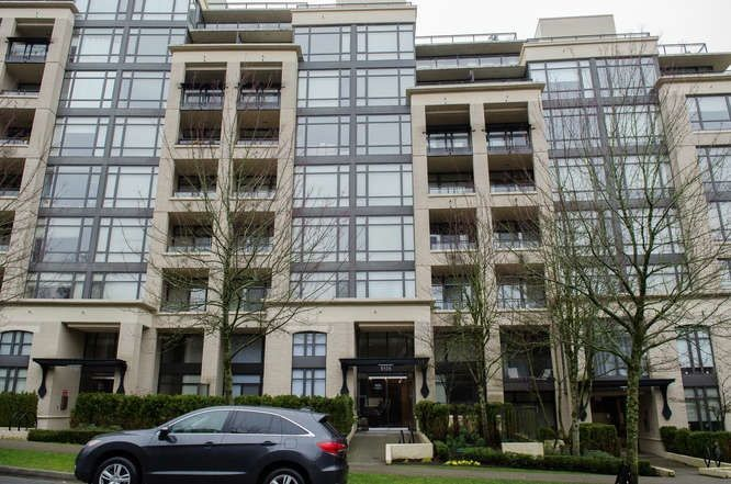 """Main Photo: 601 9320 UNIVERSITY Crescent in Burnaby: Simon Fraser Univer. Condo for sale in """"One University"""" (Burnaby North)  : MLS®# R2237004"""